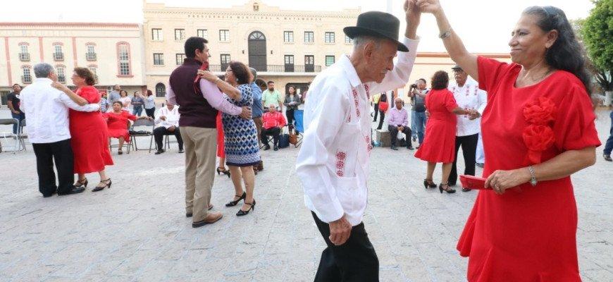 Danzoneros reciben con alegría al Presidente Municipal, Mario López